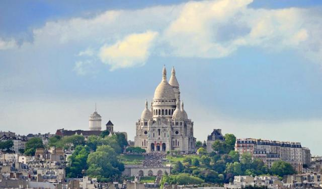 self guided walking tours france