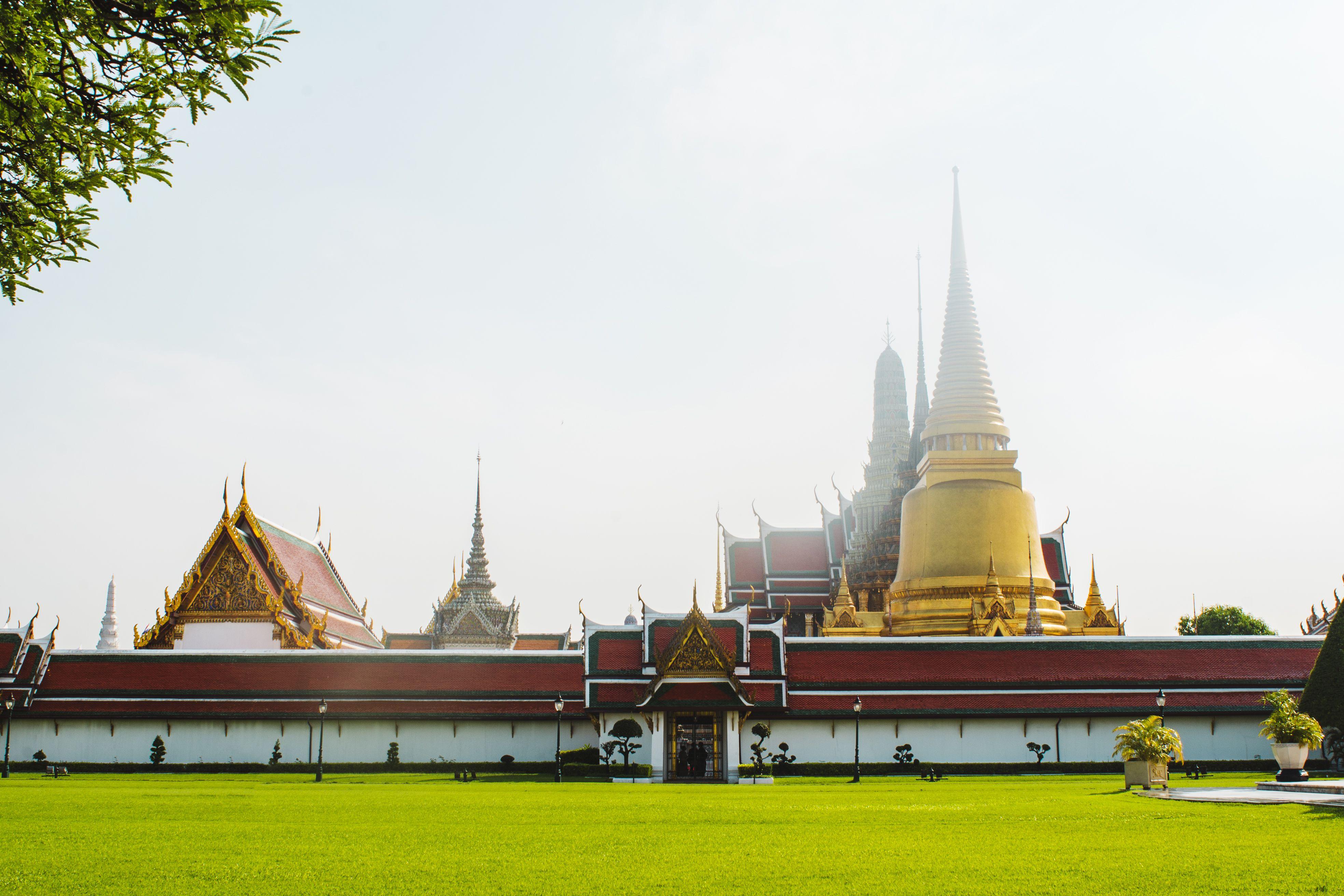 grand palace bangkok tour guide