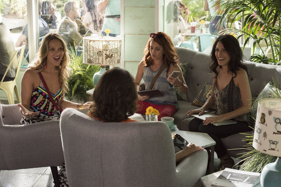 girlfriends guide to divorce episode 1 cast